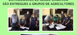Distribuidores de adubo orgânico são entregues a grupos de agricultores