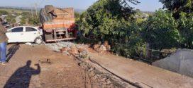 Acidente com carreta causa danos materiais em Seberi