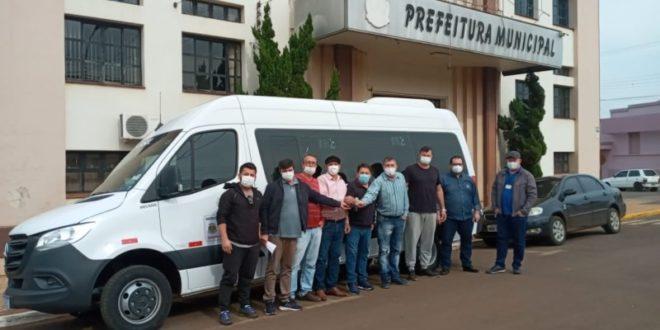 Município entrega van para a Secretaria de Saúde